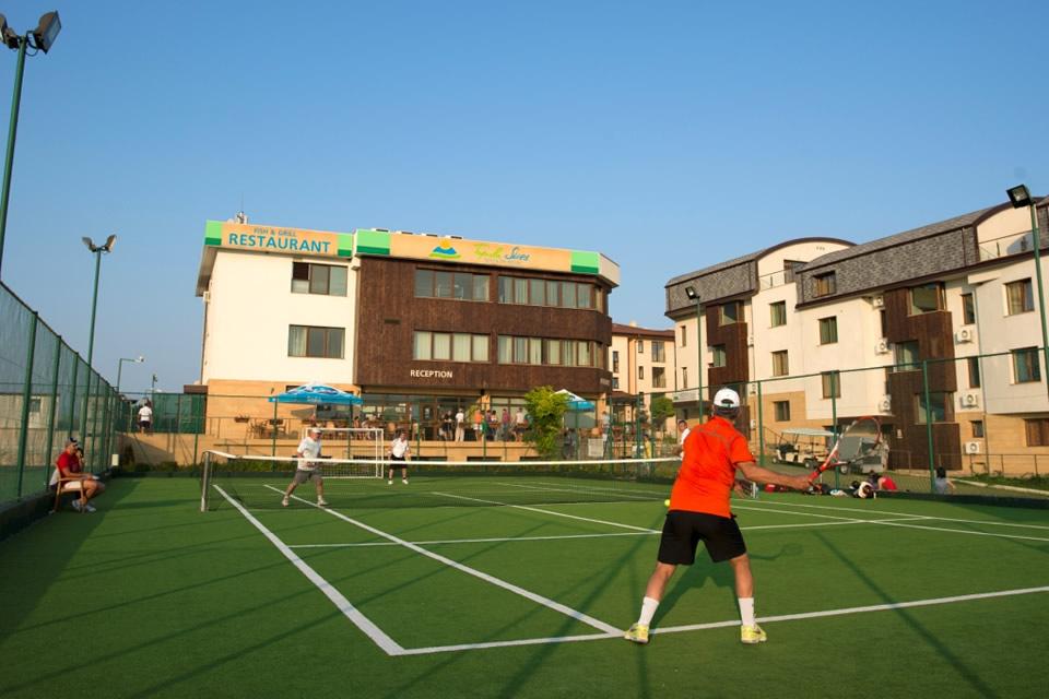 tennis-right