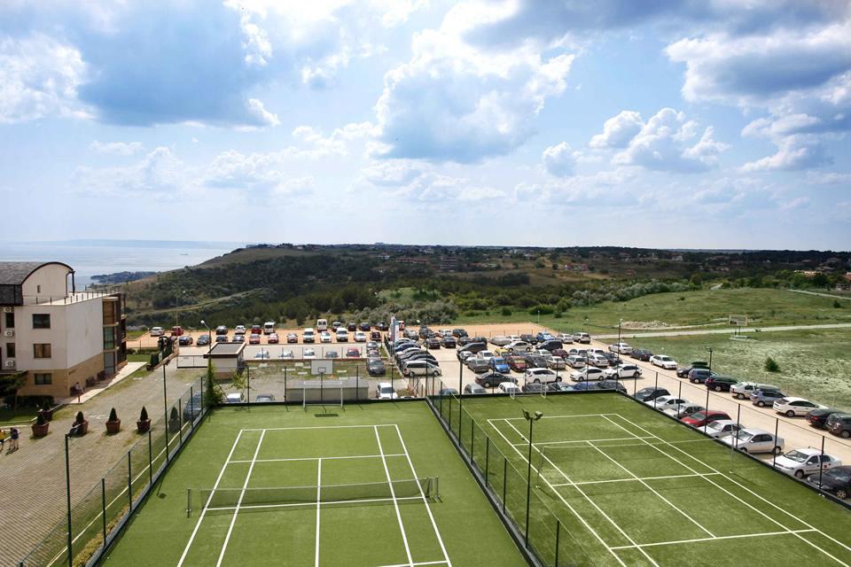 tennis-left