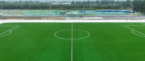 Футбольное поле, сертифицированное FIFA Quality Pro, в начальной школе при Китайском Народном университете