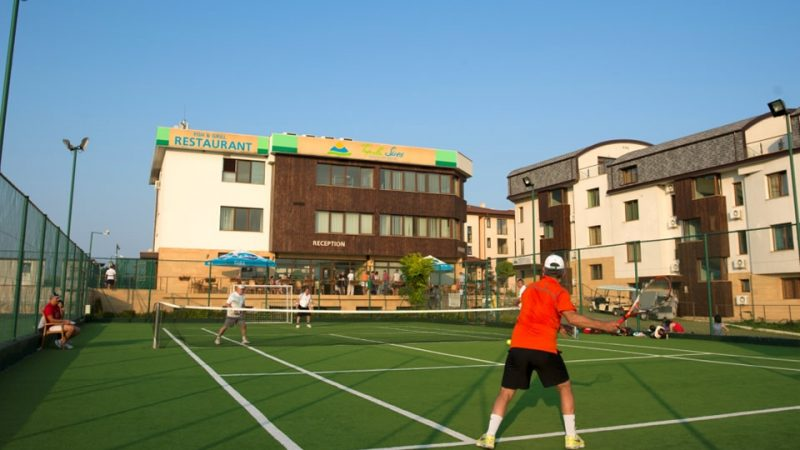 How to choose tennis turf?
