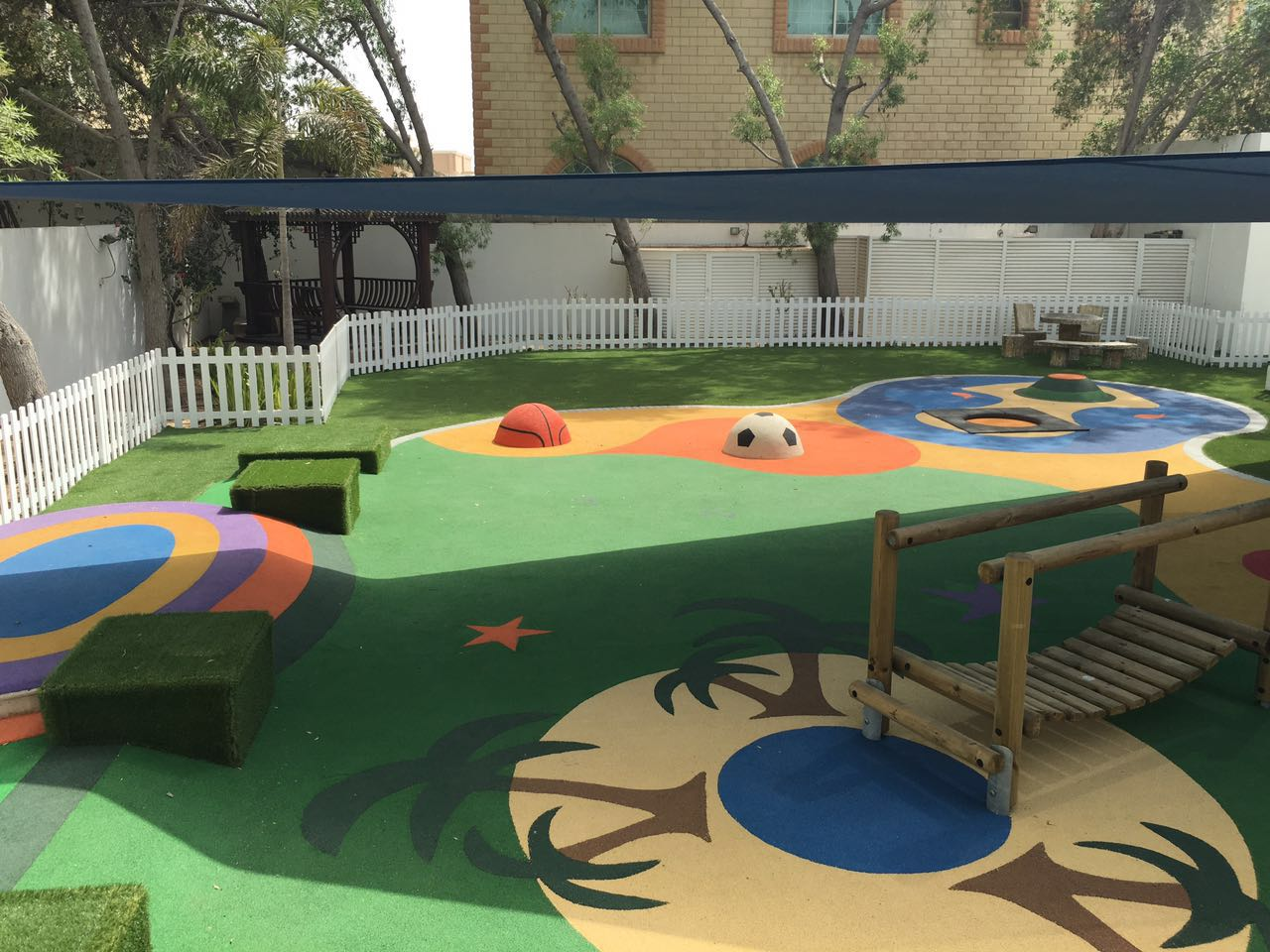 How to choose artificial grass for kindergarten