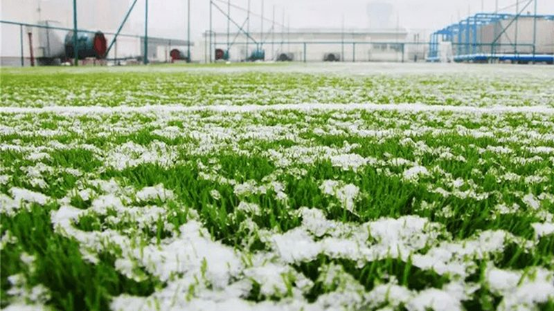 How to remove ice on artificial grass