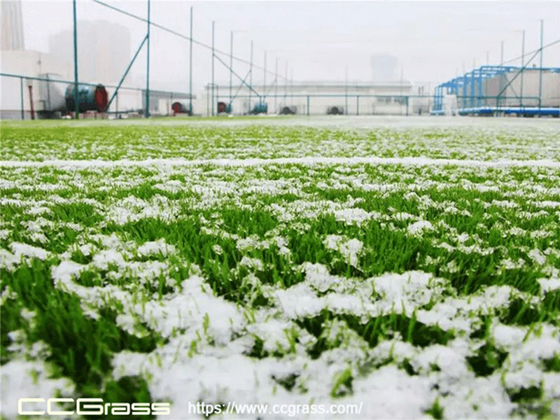 remove ice on artificial grass